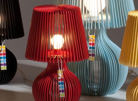 Crvnea stolna lampa, Stripes