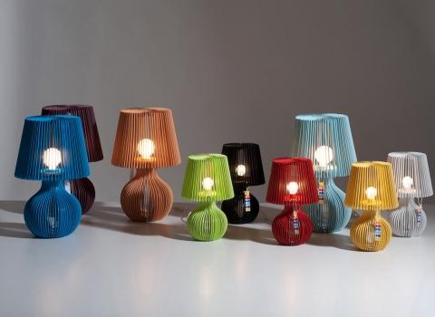 Stripes stolna lampe svoje boje zajedno, upaljene